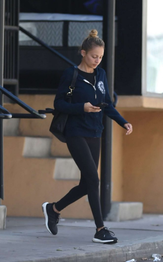 Nicole Richie in Tights Leaves a Gym -04