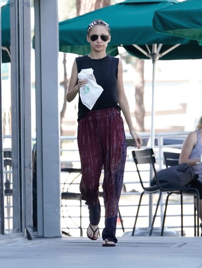 Nicole Richie - Out in Los Angeles