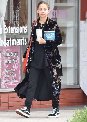 Nicole Richie out in Sherman Oaks
