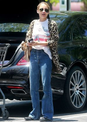Nicole Richie shopping at Gelson's Market in Sherman Oaks