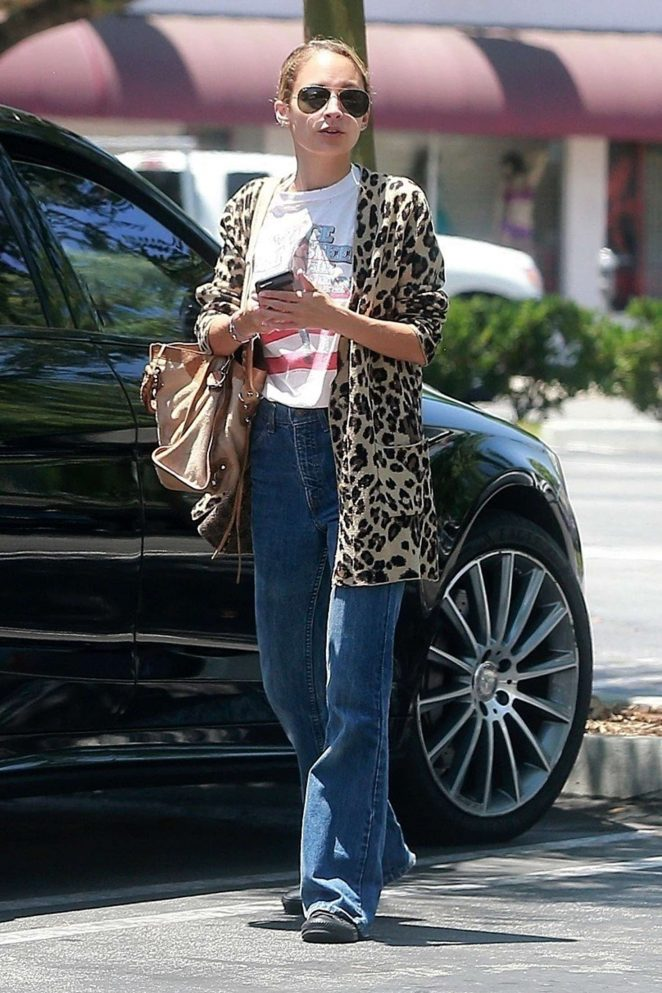 Nicole Richie shopping at Gelsons Market -15