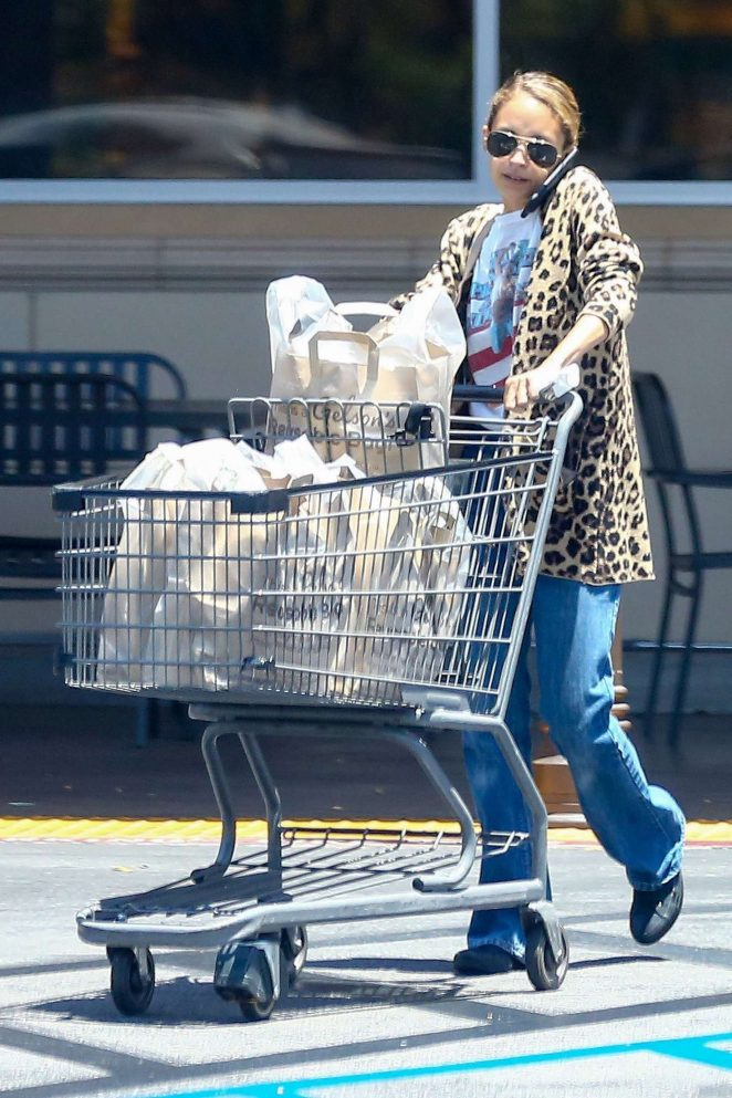 Nicole Richie shopping at Gelsons Market -18