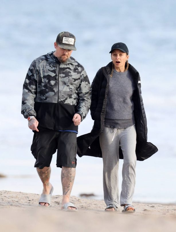 Nicole Richie - Spotted on the beach in Newport