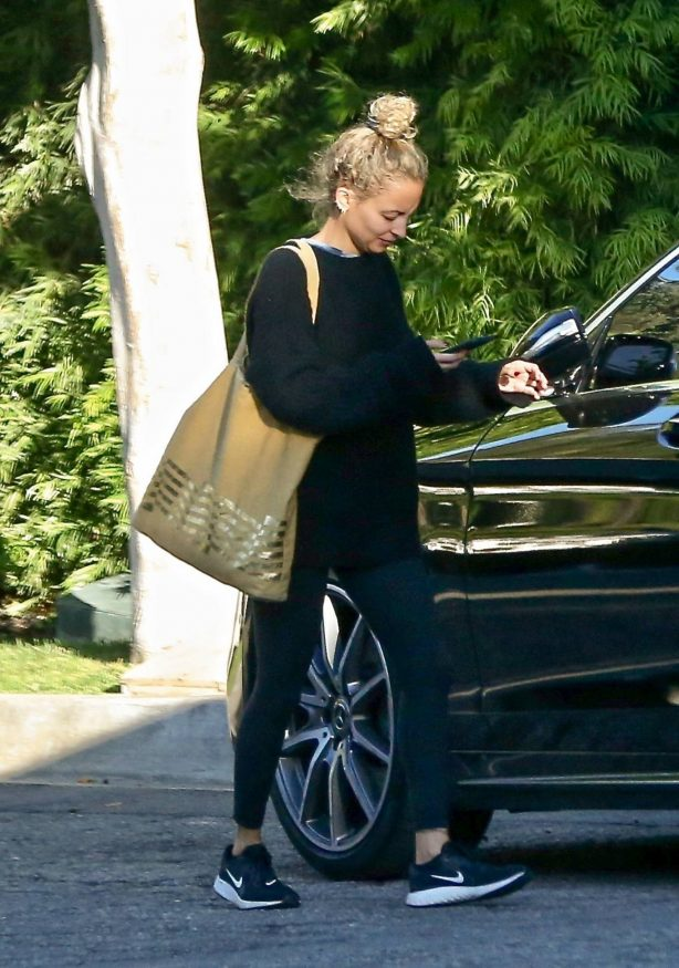 Nicole Richie visiting a friend in West Hollywood