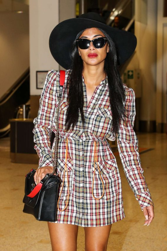 Nicole Scherzinger - Arrives at Sydney International Airport