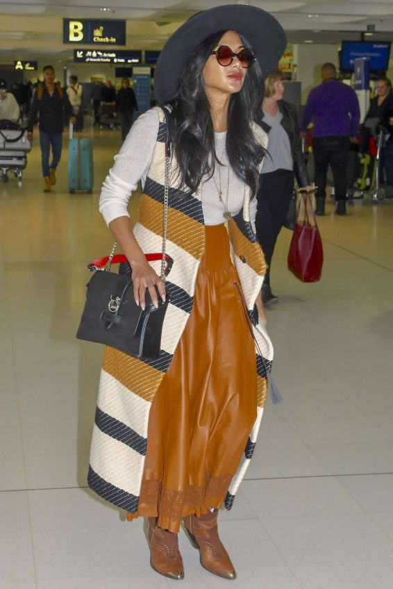 Nicole Scherzinger 2019 : Nicole Scherzinger at Sydney Airport-01