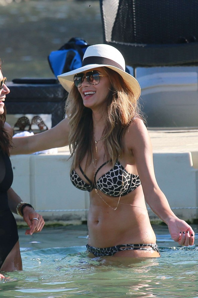 Nicole-Scherzinger-in-Bikini--19-662x993
