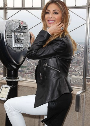 Nicole Scherzinger - Empire State Building in NYC