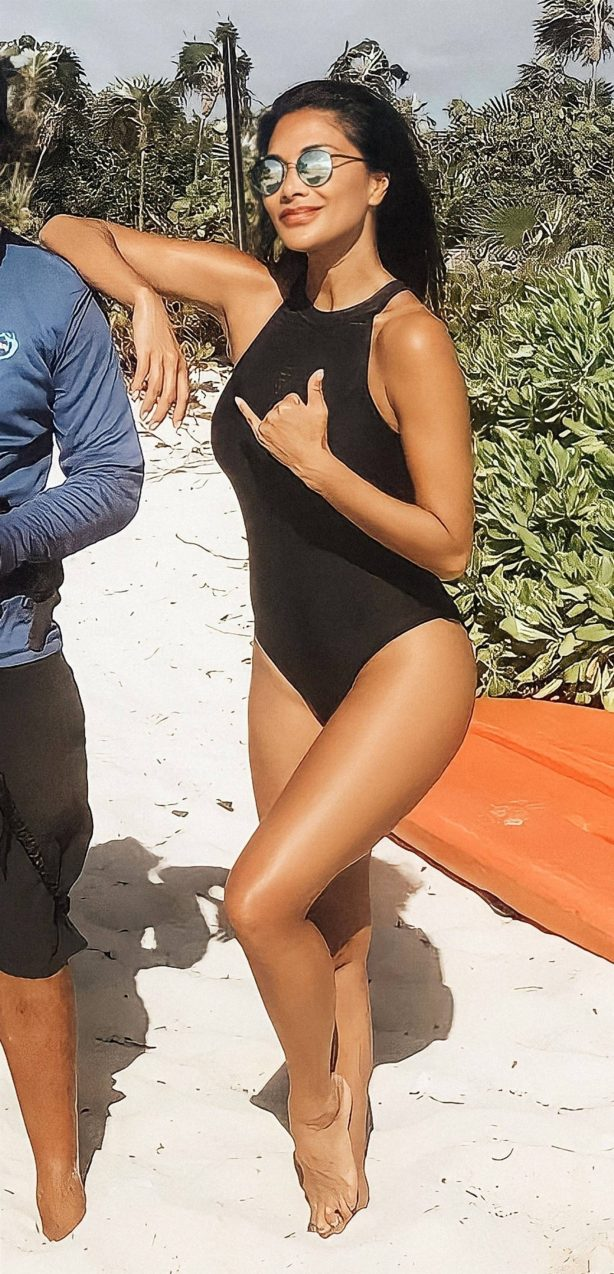 Nicole Scherzinger - In black swimsuit at Providenciales - Turks And Caicos Islands