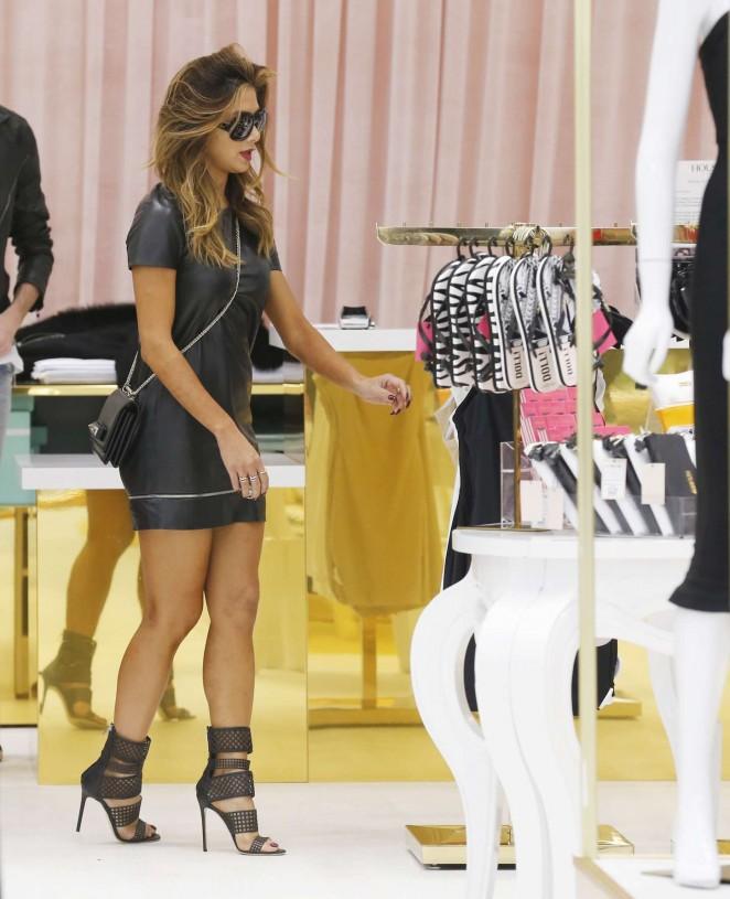 Nicole Scherzinger – Shopping in London