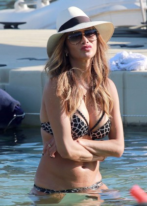 Nicole Scherzinger Hot in Bikini -17