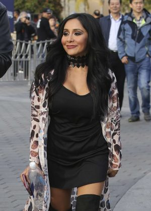 Nicole Snooki Polizzi on Extra at Universal Studios in Los Angeles