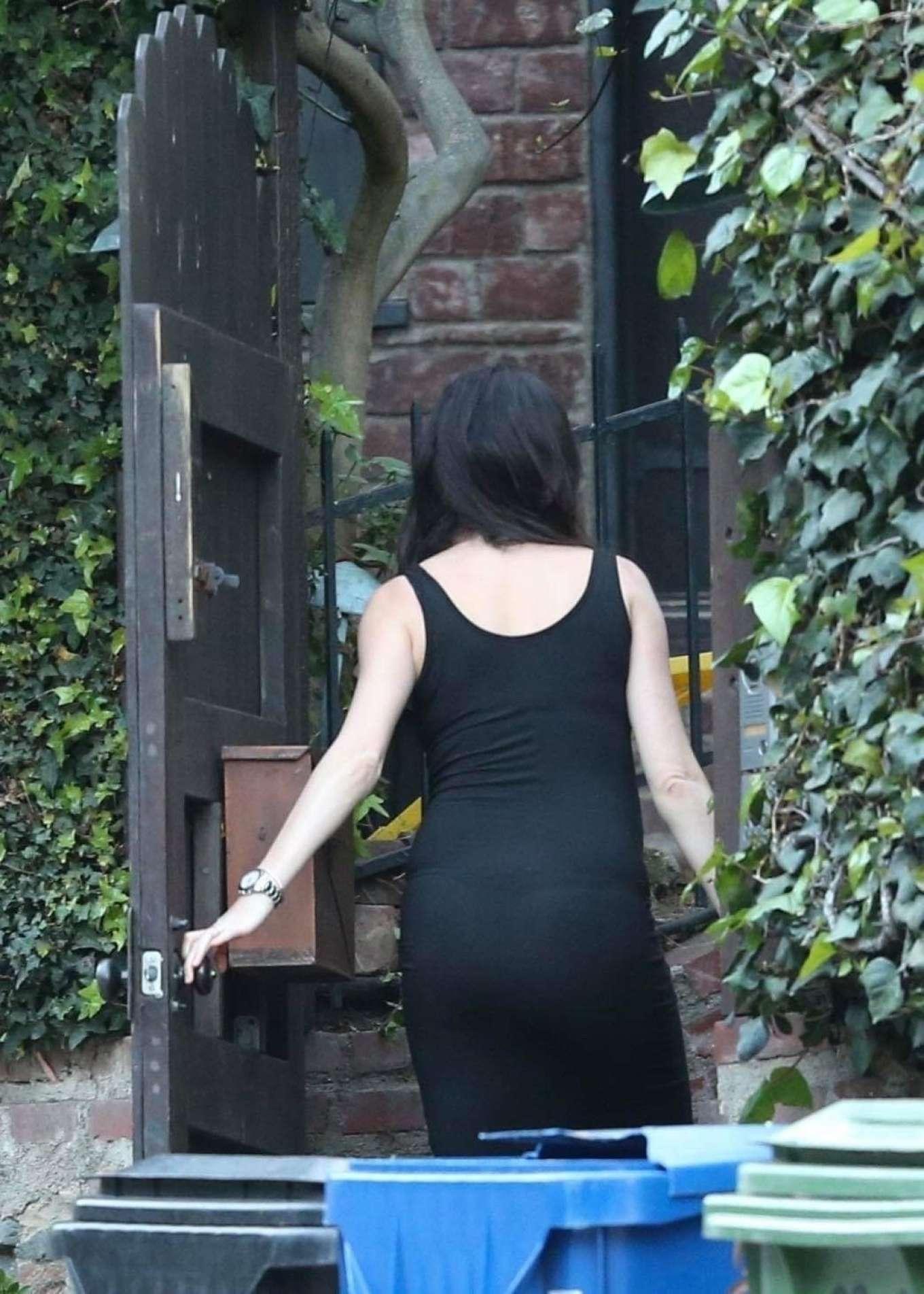 Nicole Trunfio 2020 : Nicole Trunfio taking out the trash-03