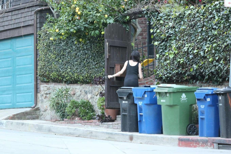 Nicole Trunfio 2020 : Nicole Trunfio taking out the trash-09