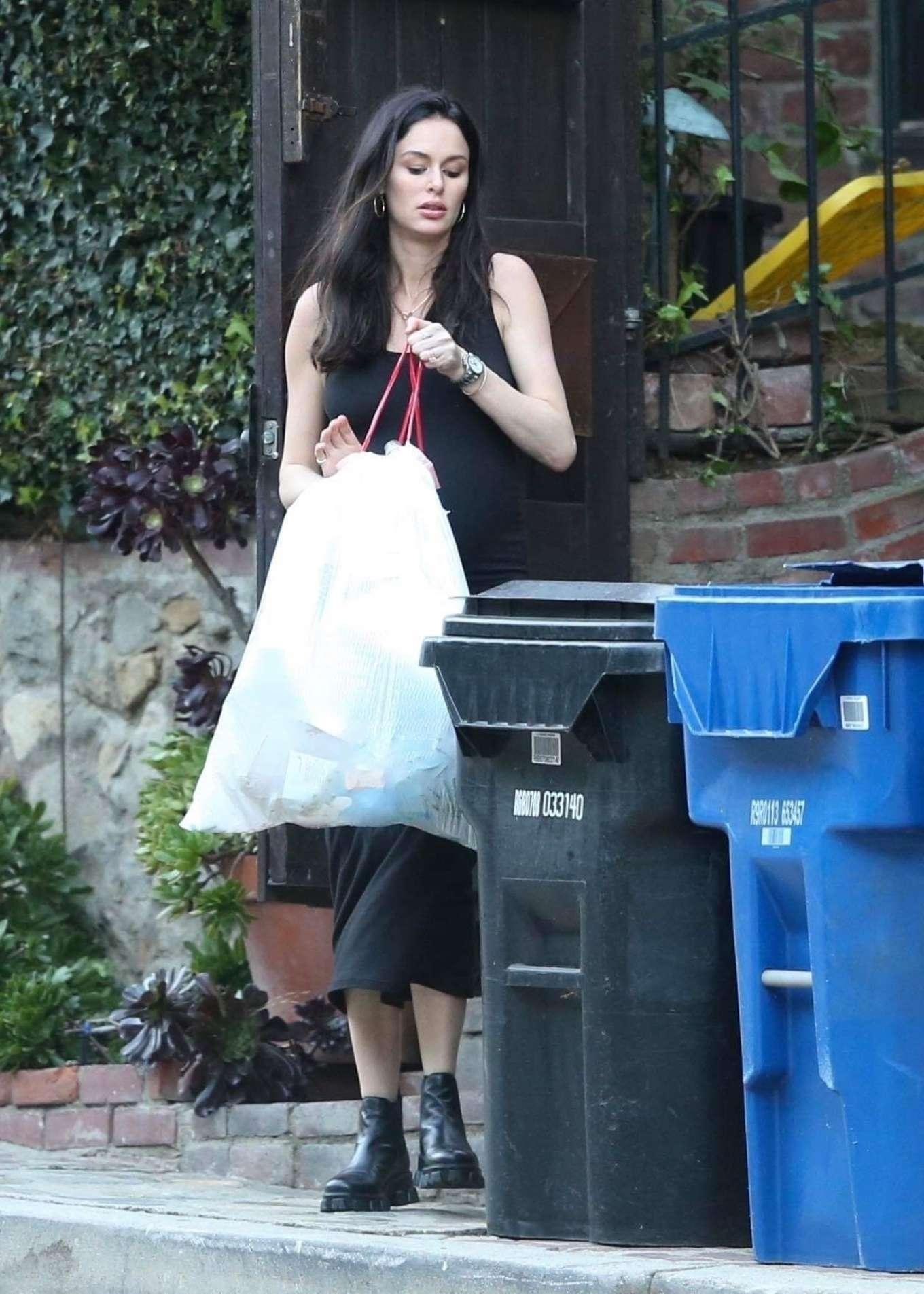 Nicole Trunfio 2020 : Nicole Trunfio taking out the trash-12