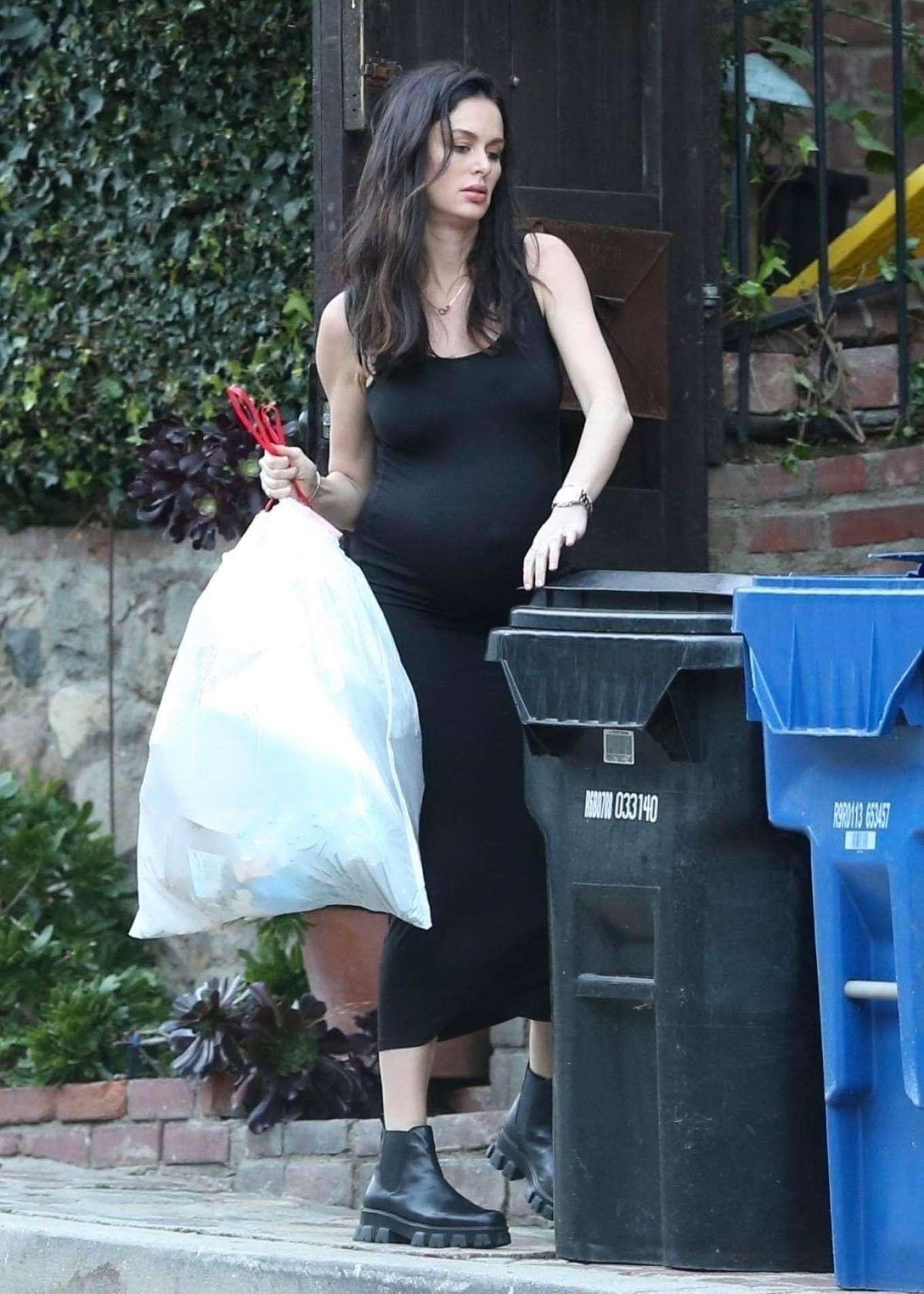 Nicole Trunfio 2020 : Nicole Trunfio taking out the trash-14