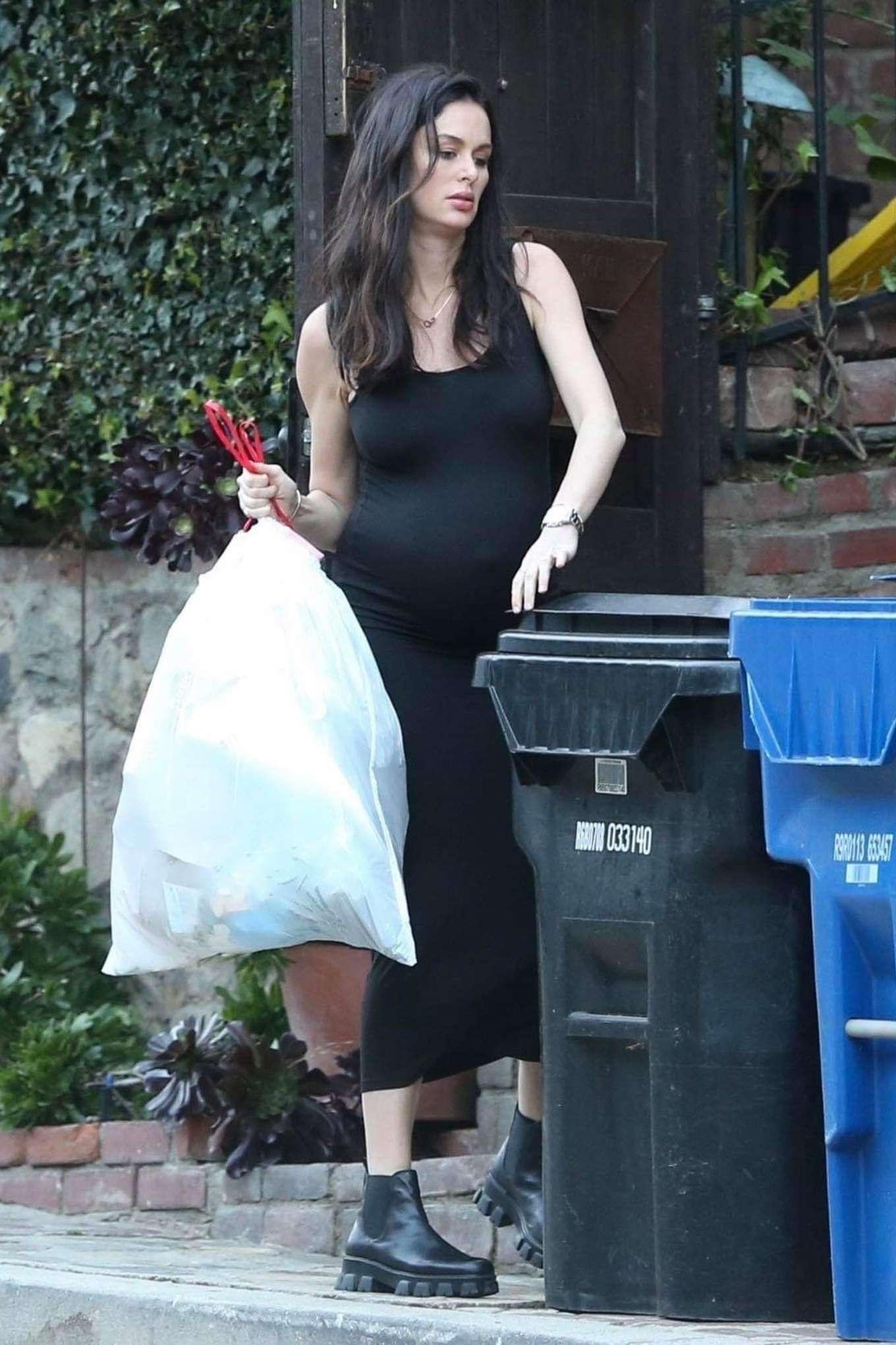 Nicole Trunfio 2020 : Nicole Trunfio taking out the trash-16