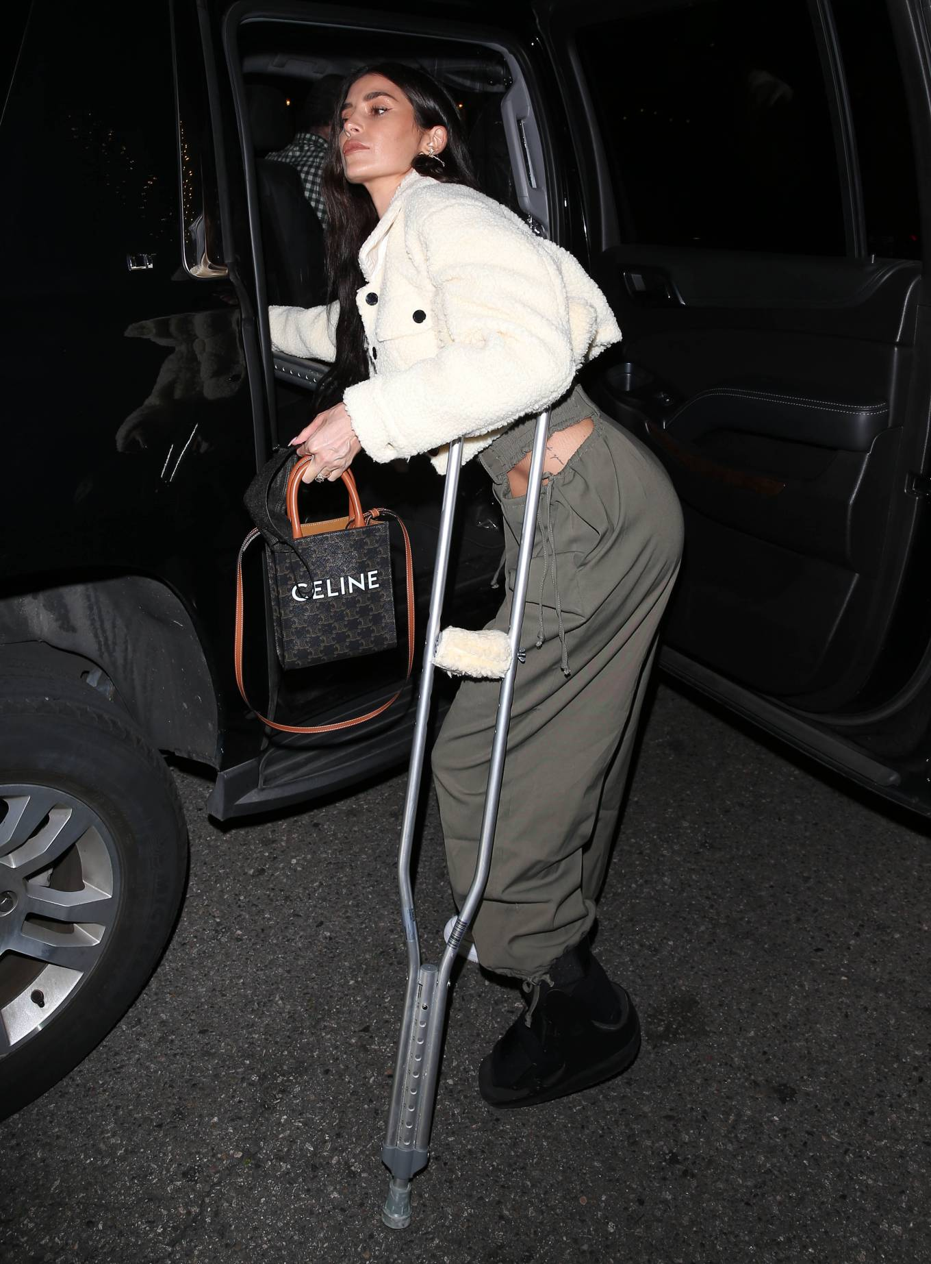 Nicole Williams - With a broken foot celebrates her birthday at E-Baldi restaurant in Beverly Hills