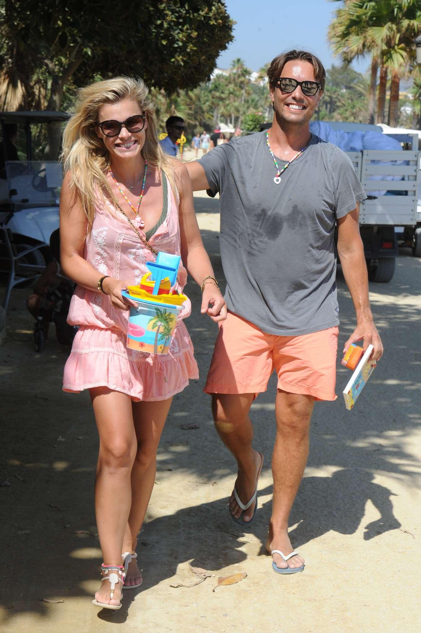 With Dam In Holiday Van Marbella On Husband Bass Nicolette wlPuOZTkiX