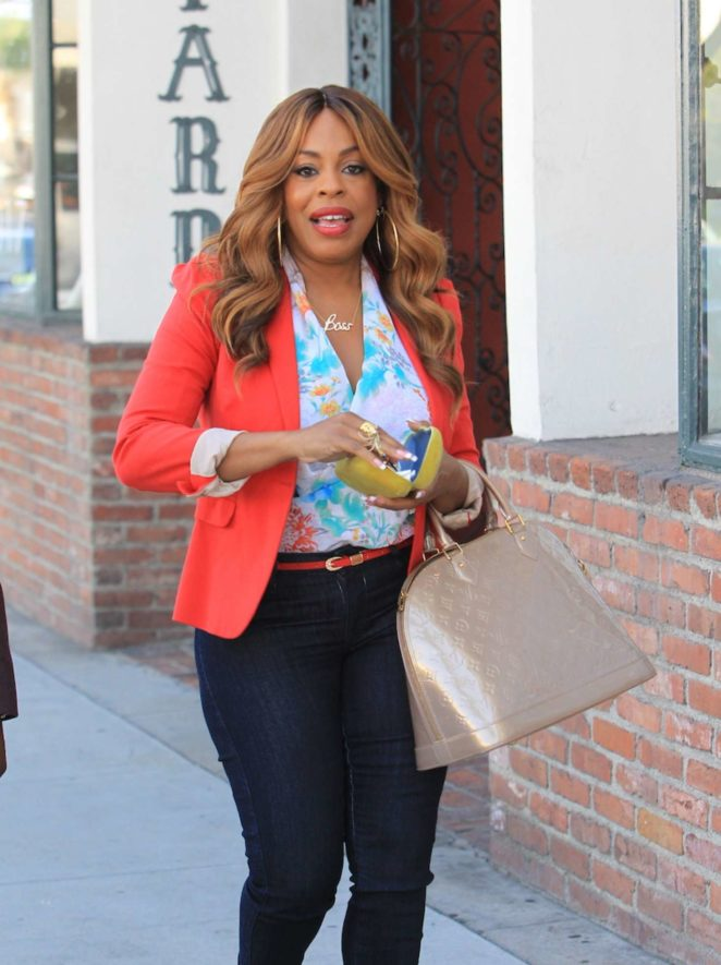 Niecy Nash at Cafe Gratitude in Beverly Hills