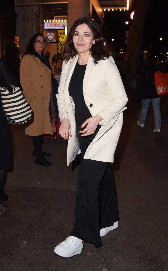 Nigella Lawson looks stylish at London's West End