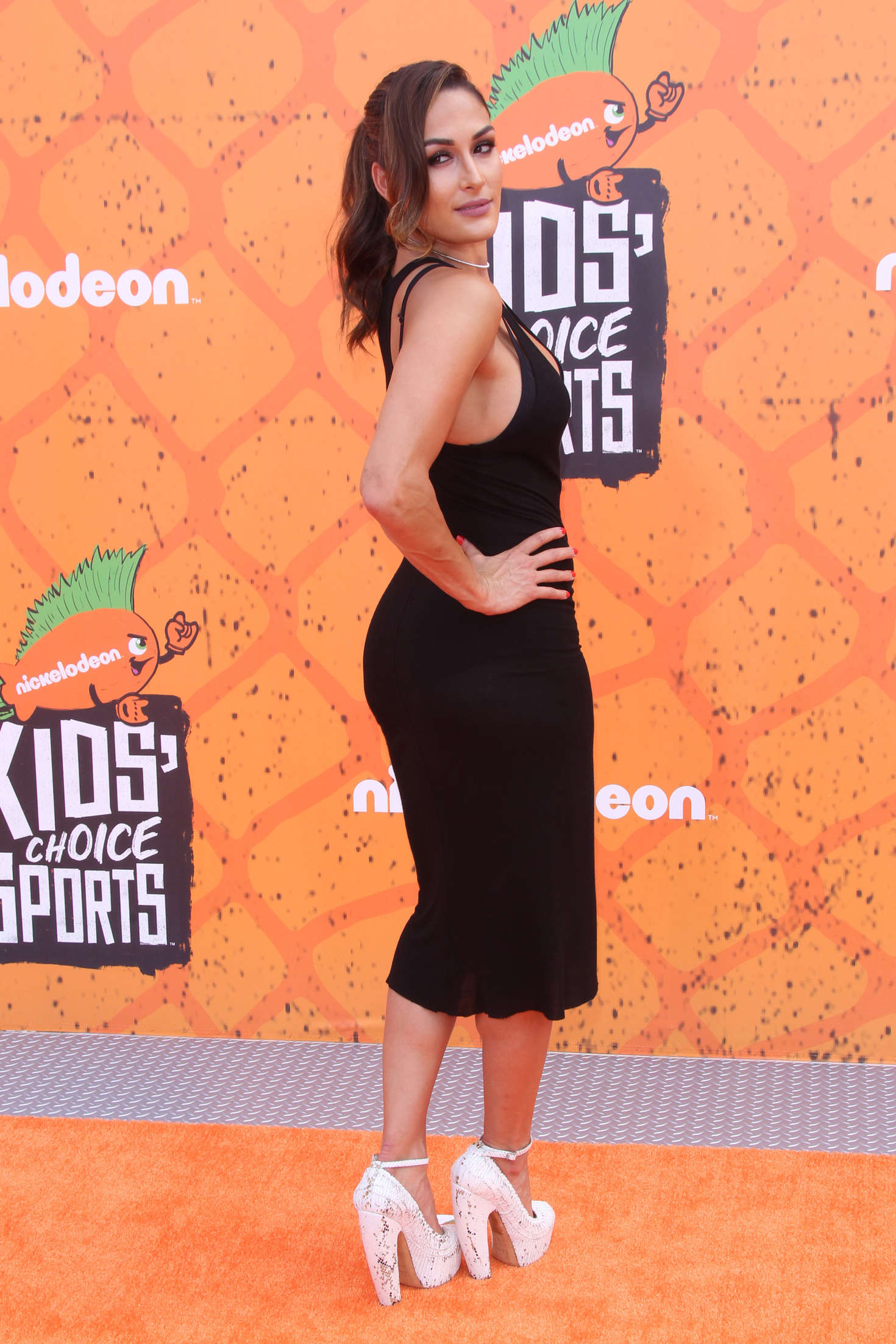 Nikki Bella: 2016 Nickelodeons Kids Choice Sports Awards ...
