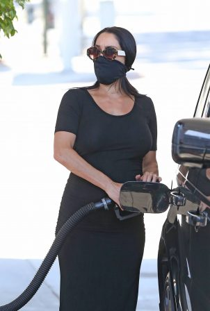 Nikki Bella - Pumping gas at her local 76 gas station in Studio City