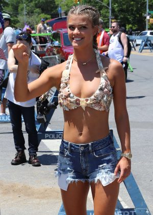 Nina Agdal - 34th Annual Mermaid Parade in New York