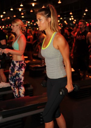 Nina Agdal in Tight Leggings at Barry's Bootcamp in Miami Beach