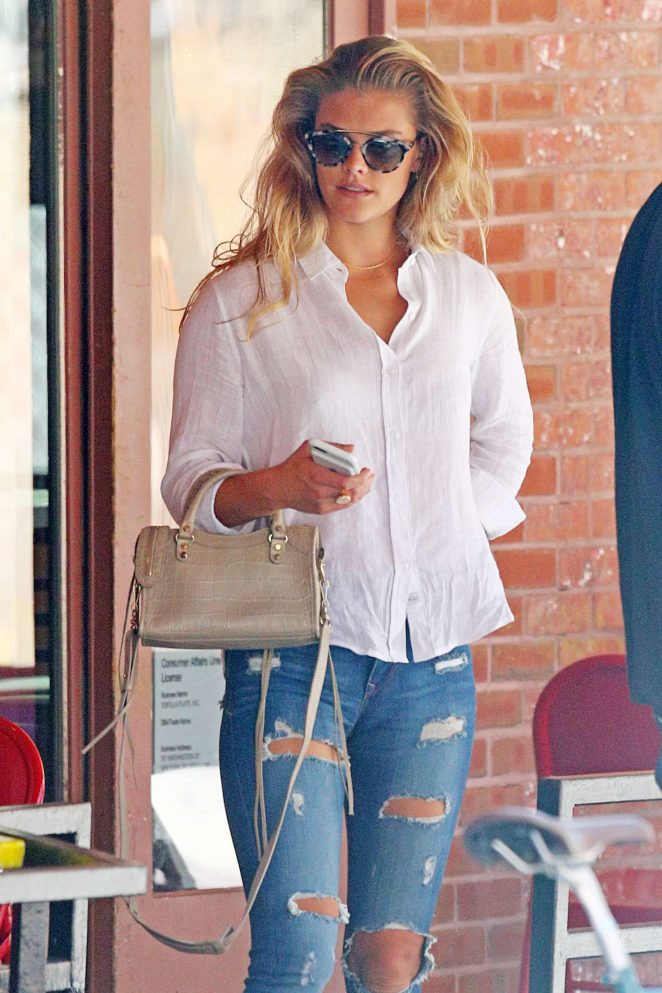 Nina Agdal – Out for lunch in New York