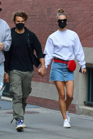 Nina Agdal - Shopping candids in Manhattan's Soho area