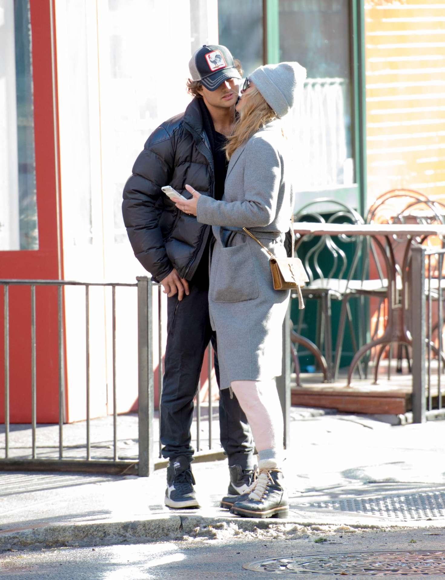 Nina Agdal 2018 : Nina Agdal: Shopping with boyfriend Jack Brinkley-Cook -13