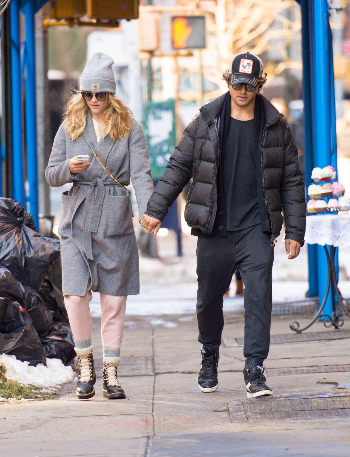 Nina Agdal 2018 : Nina Agdal: Shopping with boyfriend Jack Brinkley-Cook -15