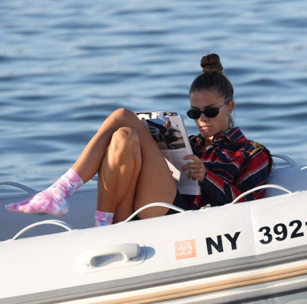 Nina Agdal - Takes a boat ride in New York
