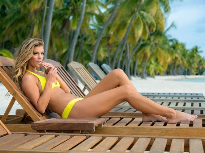 Nina Agdal - Travel Channel: Beach Week 2015