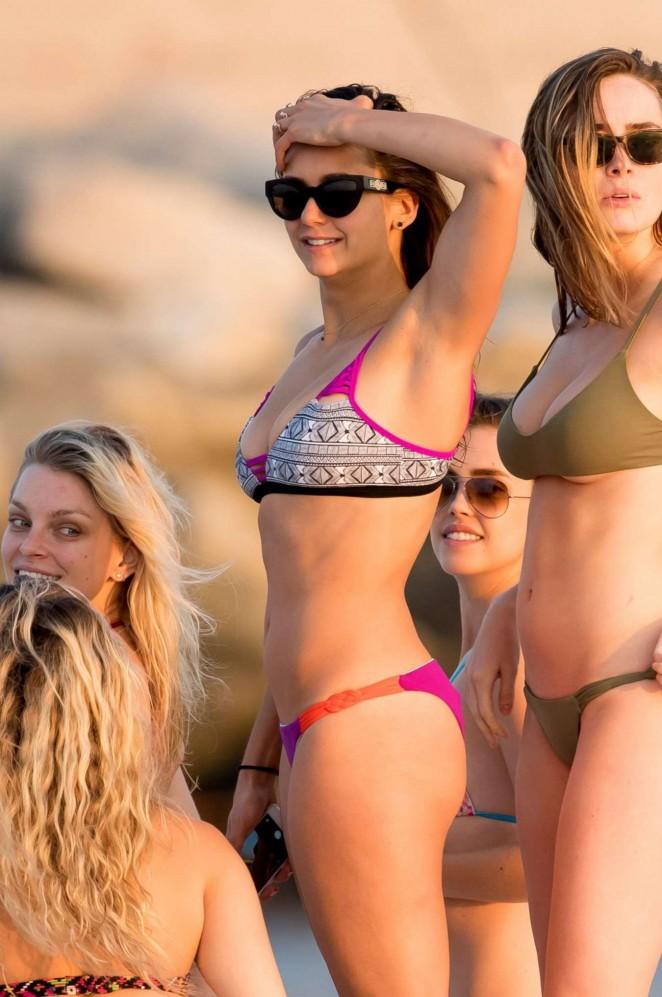 Nina-Dobrev-in-Bikini--04-662x997.jpg