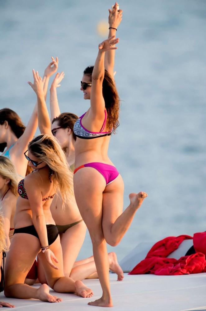 Nina-Dobrev-in-Bikini--11-662x997.jpg