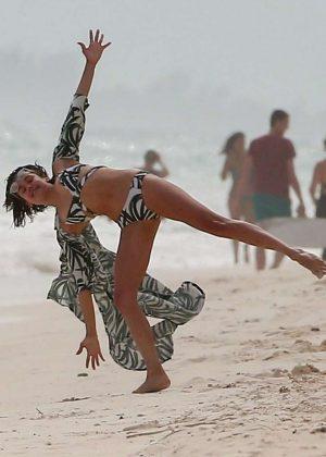 Gwen Stefani in Bikini Top in Playa del Carmen Pic 34 of 35