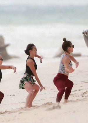 Gwen Stefani in Bikini Top in Playa del Carmen Pic 18 of 35