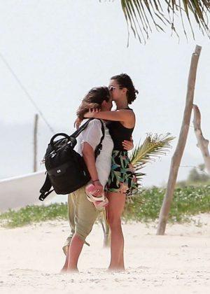 Gwen Stefani in Bikini Top in Playa del Carmen Pic 24 of 35