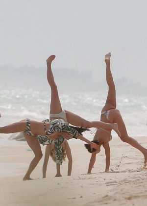 Gwen Stefani in Bikini Top in Playa del Carmen Pic 4 of 35