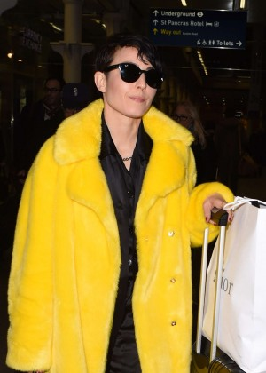 Noomi Rapace Arriving at Kings Cross St Pancras Station