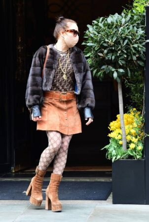 Noomi Rapace - Lunch candids with friends at Scott's Restaurant in London