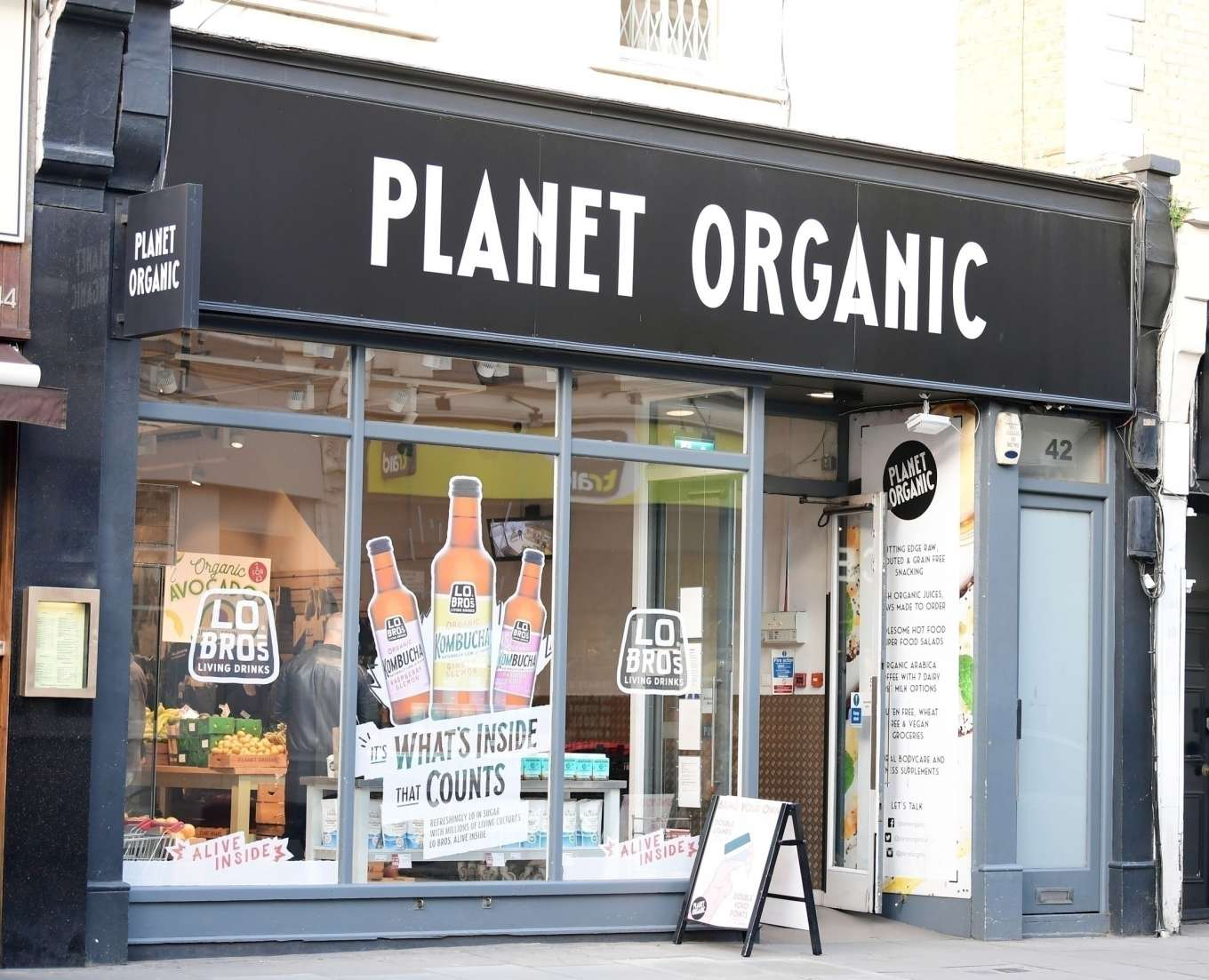 Noomi Rapace 2020 : Noomi Rapace – Shopping candids at Planet Organic in Notting Hill-07