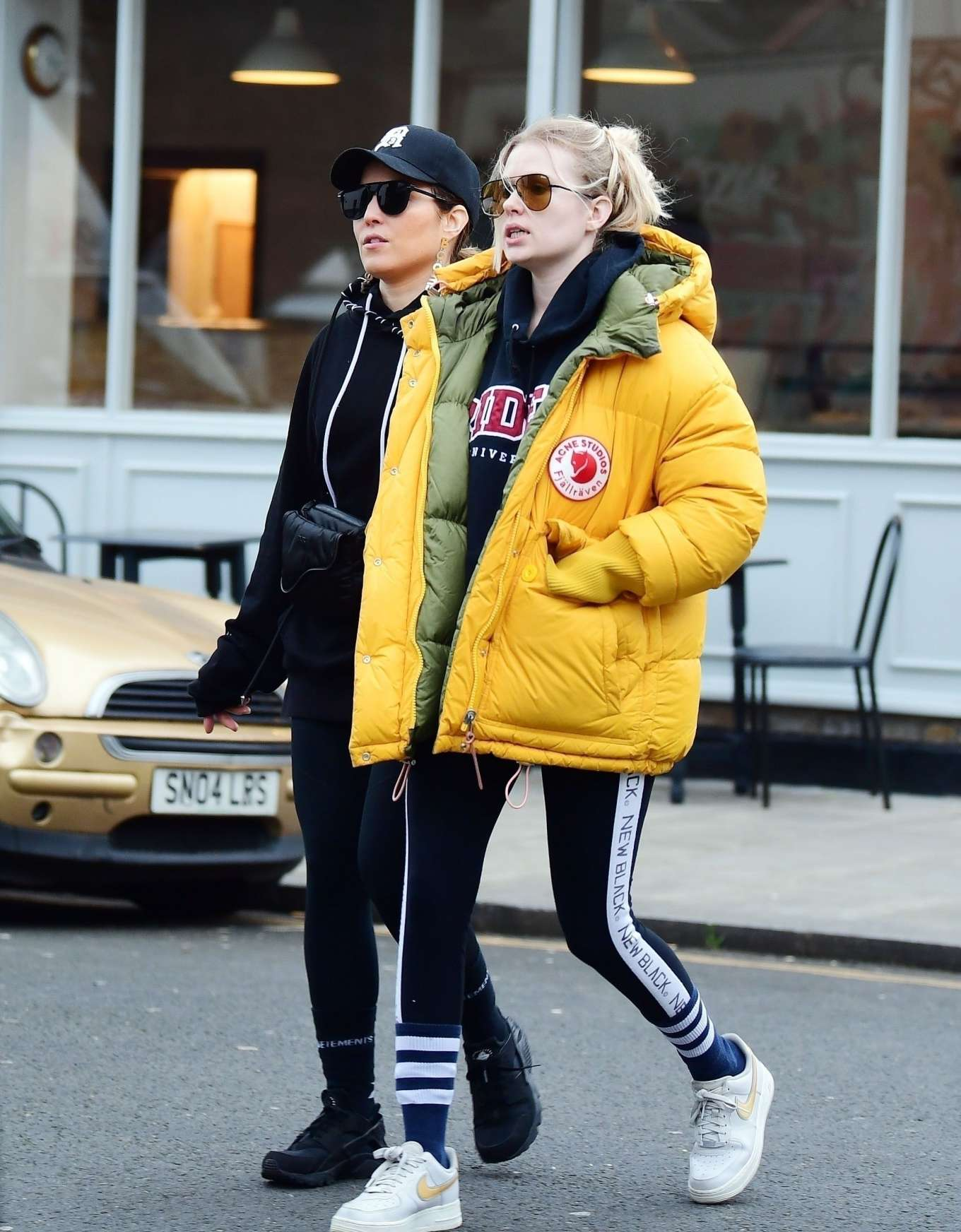 Noomi Rapace 2020 : Noomi Rapace with a friend out in Notting Hill-05