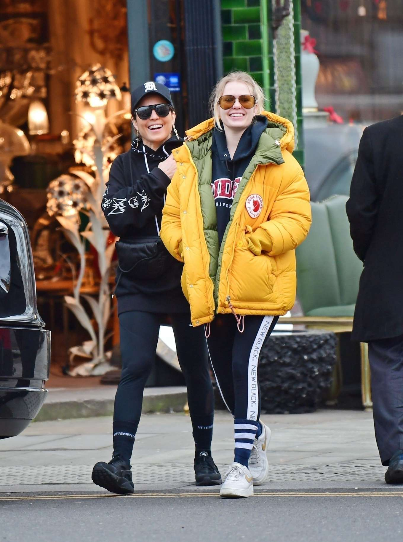 Noomi Rapace 2020 : Noomi Rapace with a friend out in Notting Hill-08