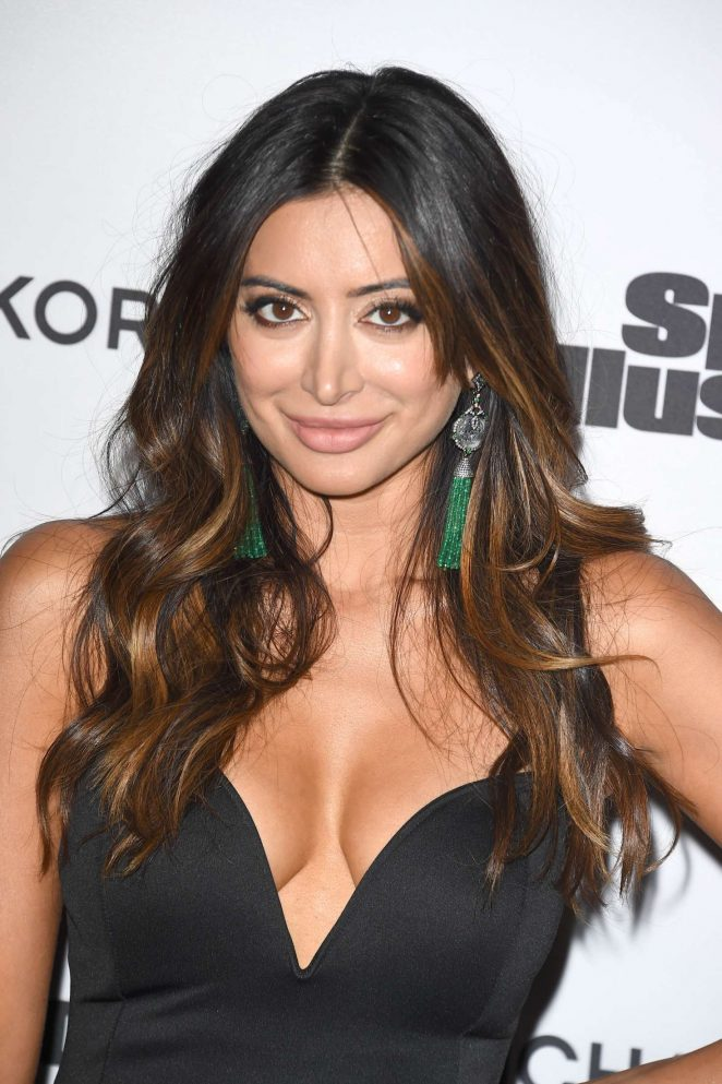 Noureen DeWulf Nude Photos 47