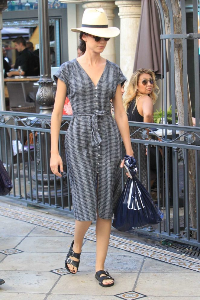 Odette Annable - Spotted doing some shopping at the Gap in Hollywood