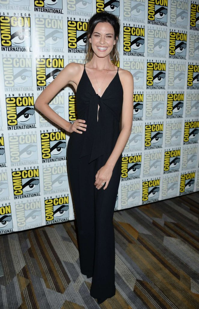 Odette Annable – 'Supergirl' Photocall at 2018 Comic-Con in San Diego