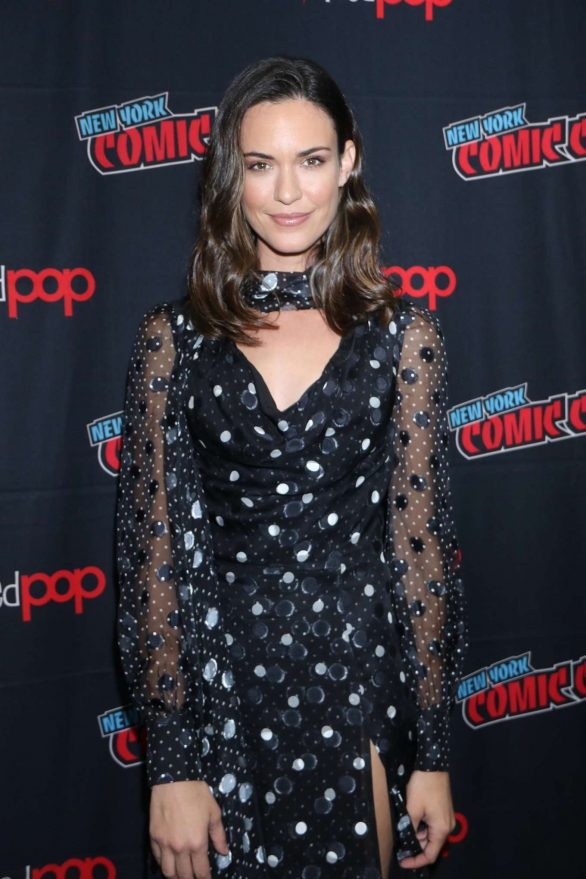 Odette Annable - 'Tell Me a Story' Panel - New York Comic Con 2019
